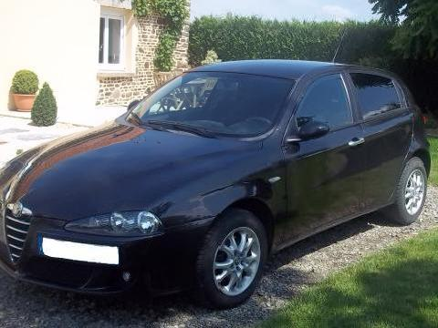 alfa romeo 147 jtdm 120 distinctive noir mitula voiture. Black Bedroom Furniture Sets. Home Design Ideas