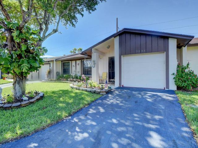 All Ages 3/2 Villa With Attached One Car Garage Located In Gated Las Verdes Delray Beach
