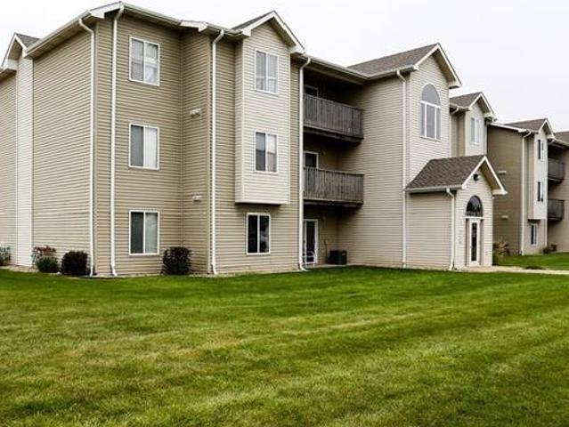 All We Need Is Love And This 2 Bedroom 1000 E 17th Street, South Sioux City, Ne