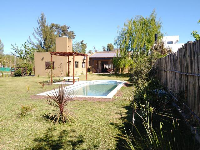 Alquiler De Casa 462 E/ 11 Y 13, City Bell 6 Dormitorios