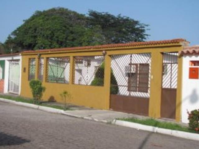 Amplia Casa En Los Bucares Valencia, Mls #12 745