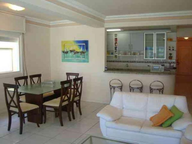 Apartamento 03 Dormitórios, No Centro, 02 Quadras Do Mar, Box, Sacada De Frente
