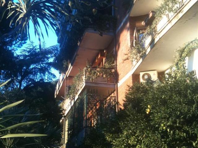 Appartamento Con Posto Auto Coperto Roma Eur