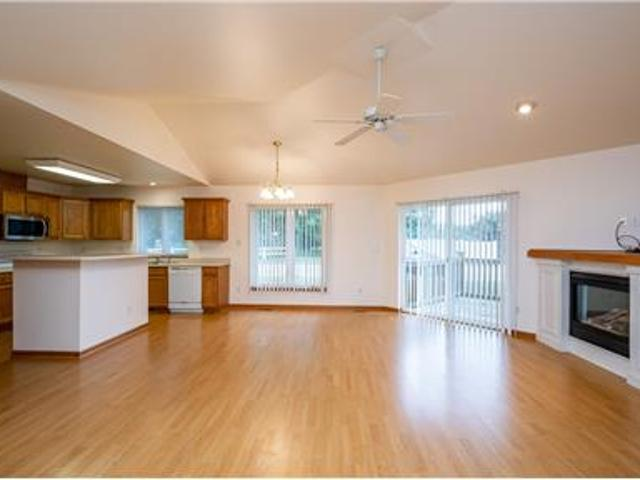Available 8/6 Large Pet Friendly Town Home