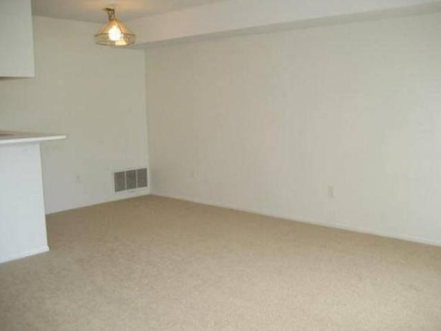 Available June 10 1br1ba Short Term Or Monthly Lease Available 22167 Atlantic Pointe, Farm...