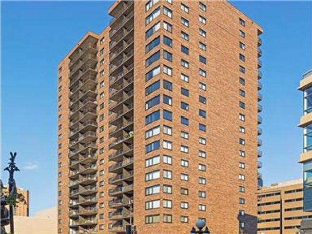 Awesome Top Floor Condo In Dt St. Paul City Views!