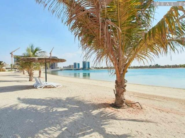 Beach Townhouse With Sea View |tenanted| Priced To Sell|