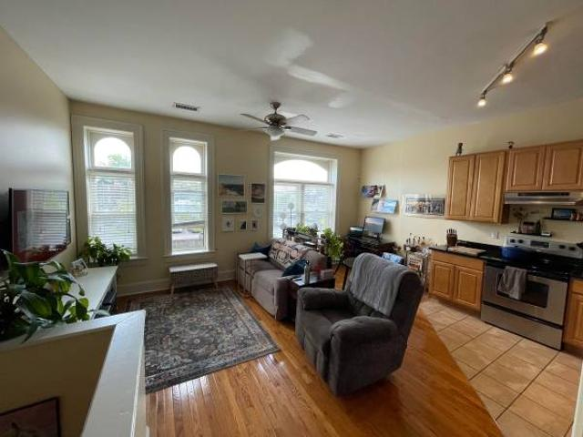 Beautiful 1 Bedroom In The Grove All Utilities Included The Grove, St. Louis