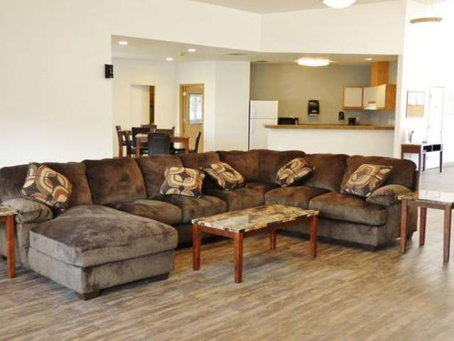 Beautiful 2 Bed 1 Bath Layout, Tons Of Light. Call For A Tour Easy Access To I 182