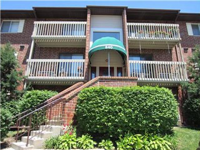 Beautiful 2 Bedroom Condo Available May 1st