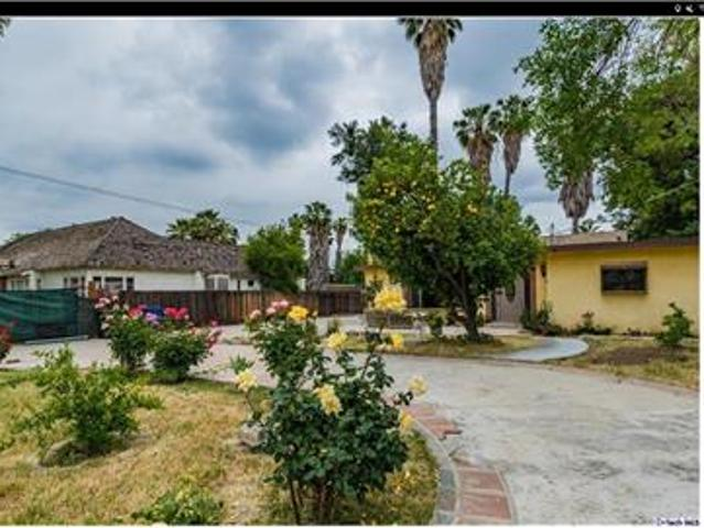 Beautiful 3 Beds & 3 Baths House For Rent