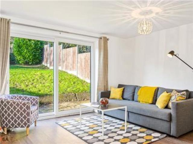 Beautiful 4 Bedroom House With Free Parking