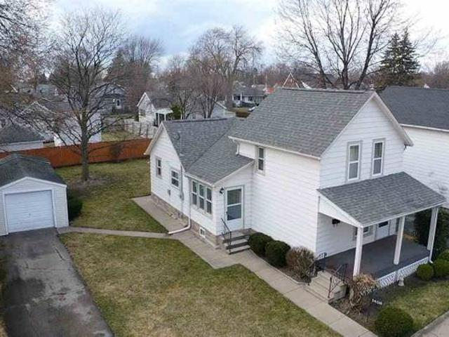Beautiful Home In Bay City. 3 Beds, 1 Baths