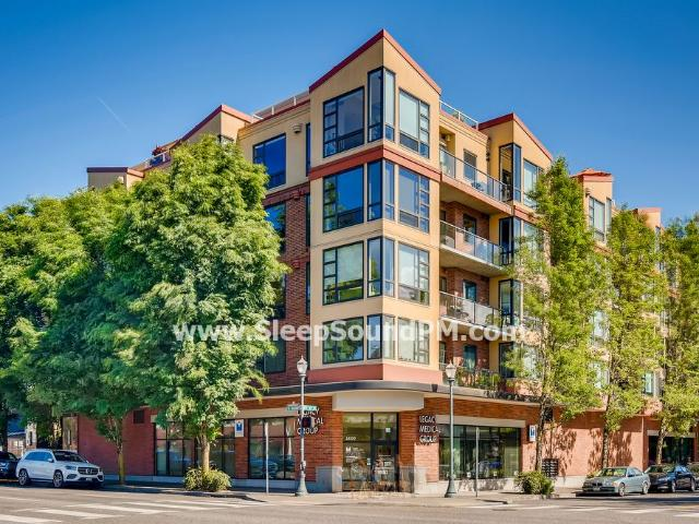 Beautiful, Spacious One Bedroom Condo With Balcony Irvington Available Now!