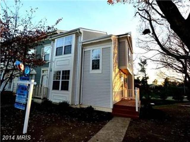 Beautiful Town House End Unit! Nice Location!