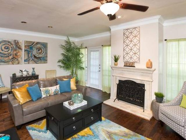Beautiful Townhome With Garage, 8 Acre Park, Granite, Garden Tubs Farmers Branch