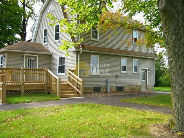 Beautifully Furnished West Bend 4br 2ba House