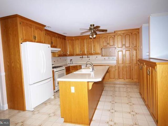 Beautifully Maintained South County Rental. Allentown