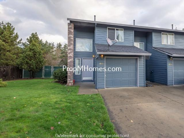 Beautifully Remodeled Beaverton Three Bedroom Townhouse End Unit!