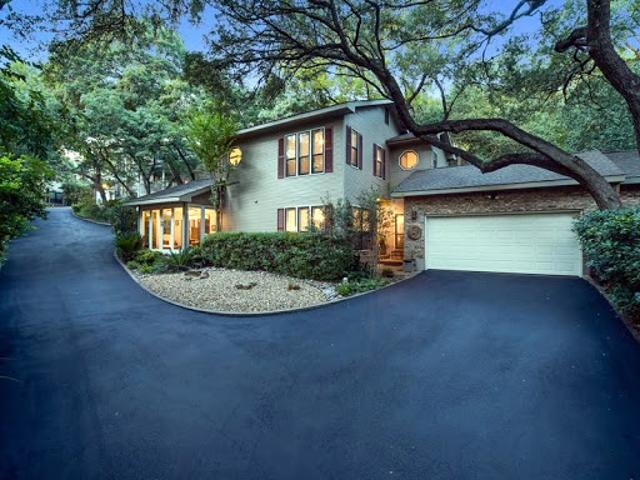 Beautifully Remodeled Hidden Gem! 3/3 Luxury Townhome