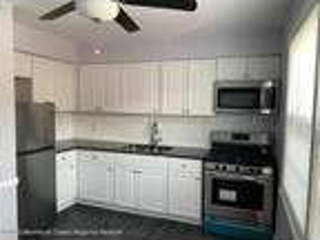 Beautifully Renovated, Like New One Br Unit