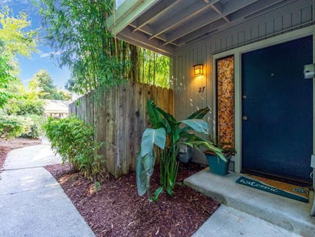 Beautifully Updated Townhome