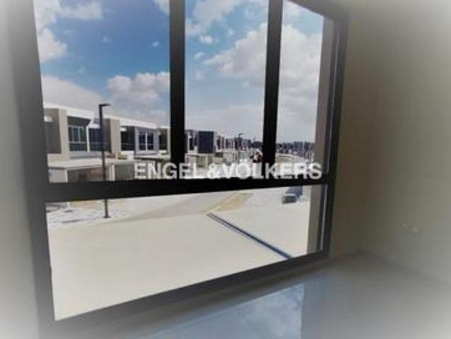 Best Layout | Pool View | Close To Metro