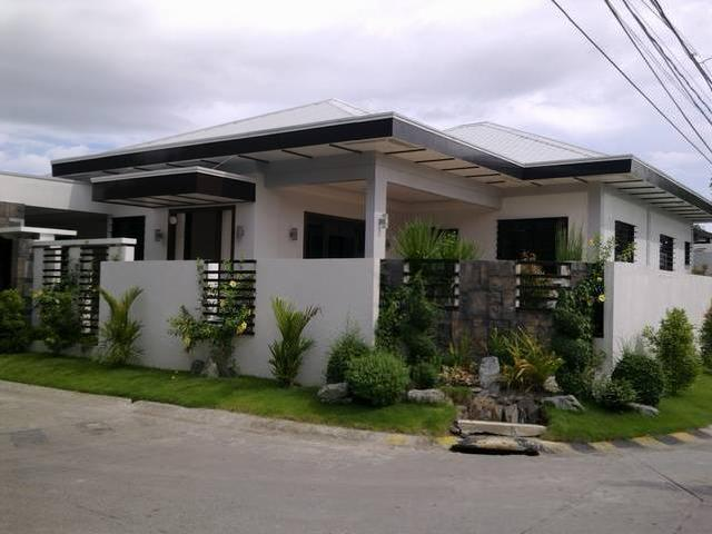 ... bungalow corner house with swimming pool lot area: 467 sqm. Floor area