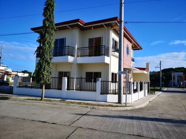 Brand New 3 Bedroom And A Spacious Family Room House