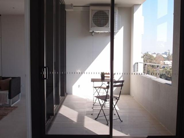 Brand New Luxurious & Modern Apartment! Walking Distance To All Cbd Amenities! Ready Now, ...