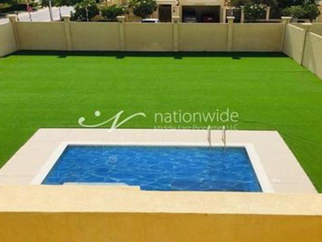 Bright And Sunny Family Home With Private Pool