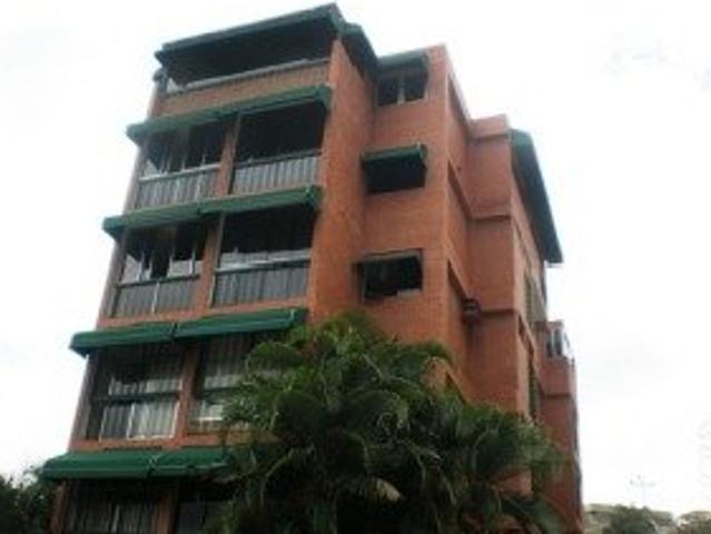 Buena Oportunidad, Edificio Pequeno Muy Bien Ubicado. Un Cuarto Con Closet
