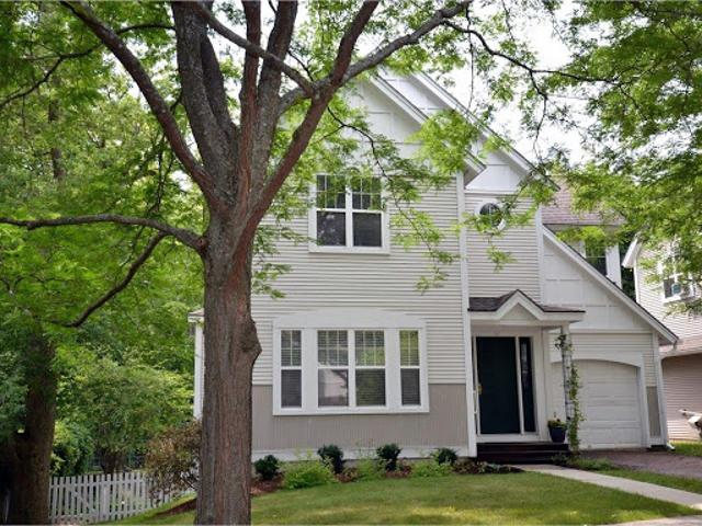 Burlington Four Br 2.5 Ba, A Rare Find In 's North Hill Section!