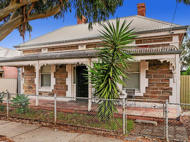 C1910 Character Cottage In Tightly Held Cityside Suburb!