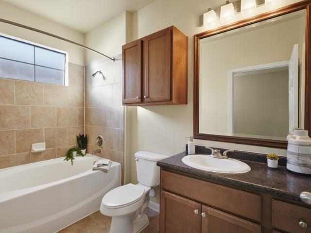 Camden Shadow Brook 1 Bedroom Apartment For Rent At 811 W Slaughter Ln, Austin, Tx 78748
