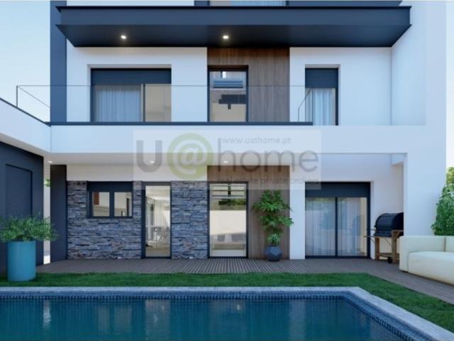 Casa De 330 M² À Venda Famoes, Odivelas, Lisboa