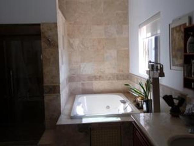 Casa En Venta Con Alberca En Colonia Guadalupe