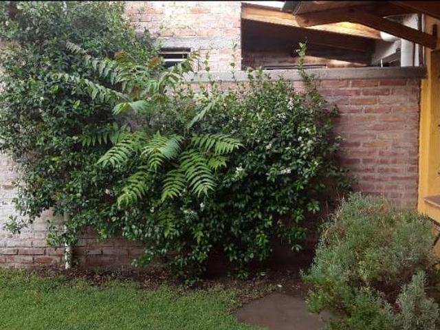 Casa En Venta De 3 Dormitorios C/ Cochera En Cinco Saltos 150 M2