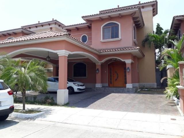 Casas En Costa Sur   Banco Vende Casa Reposeida En El Doral Costa Sur