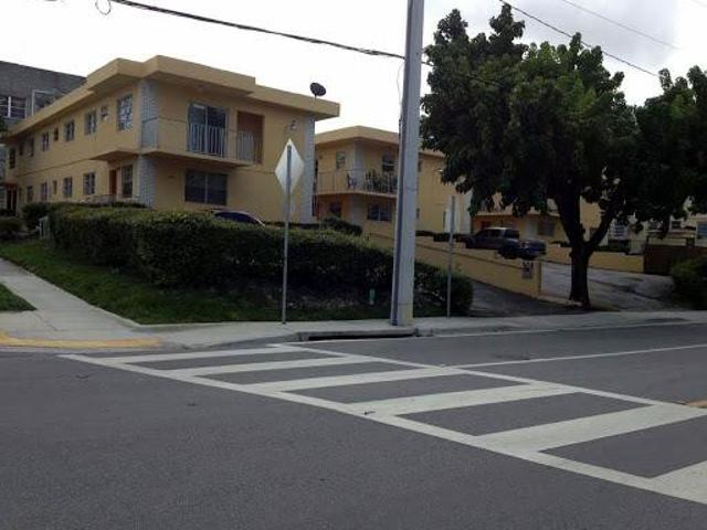 Center Field Villas North Two Br One Ba Large Kit