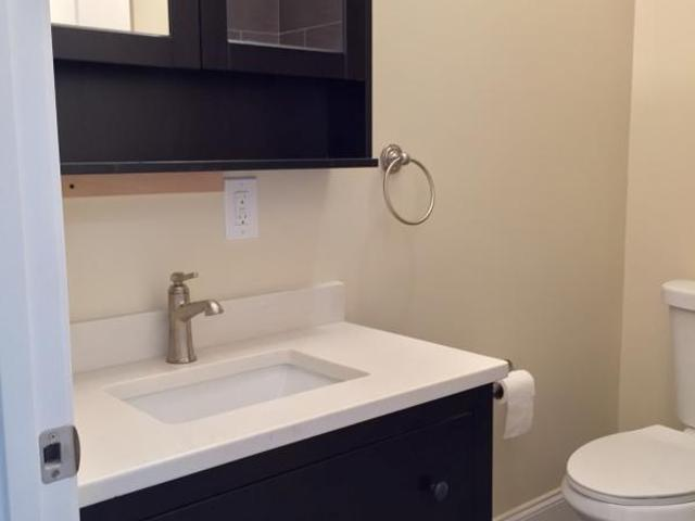 Charlestown Palace 4 Min To Sullivan! Two Baths, Loaded! September!