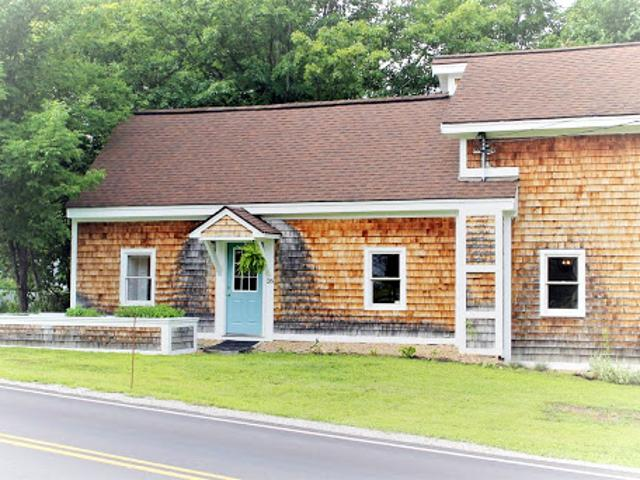 Charming Cape Close To Amherst And Milford Center