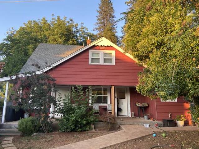 Charming Cottage Style Farmhouse On 0.5 Acre Furnished Short Term Grass Valley Walking Dis...