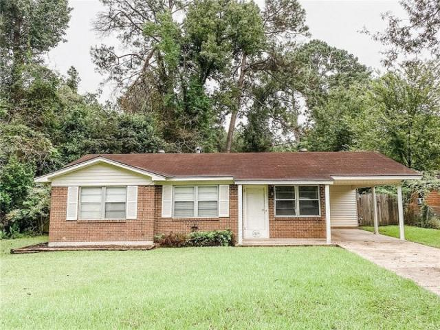 Charming Home Sits Pineville