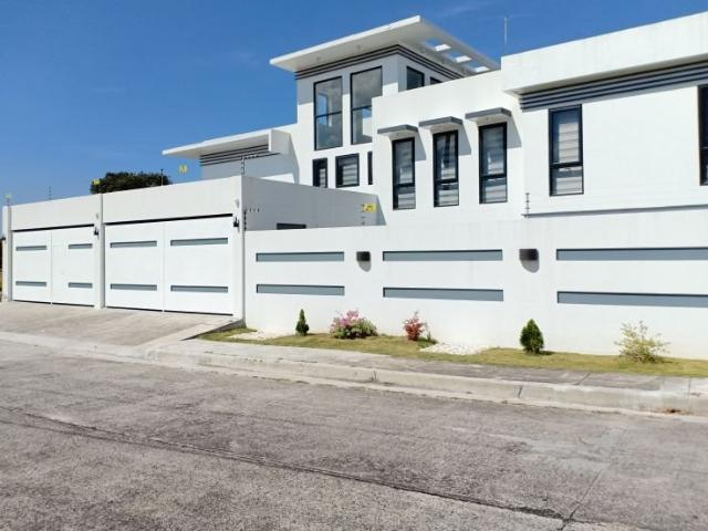 Classy And Modern House & Lot For Sale Or For Rent
