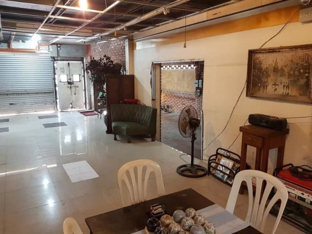 Commercial/residential Lot With Old House For Sale In Mandaluyong City