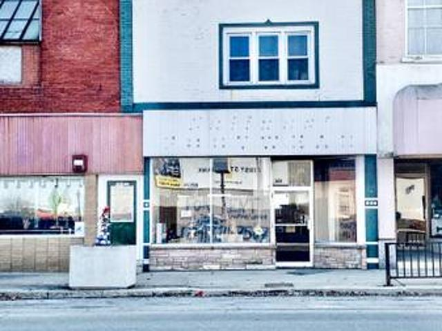 Commercial Storefront With 2, 1 Bedroom Apartments Mendota