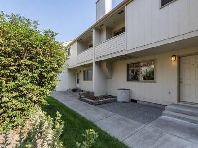 Community Amenities Wsg Included Two Car Garage Bend