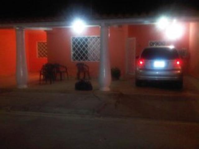 Comoda Casa En Urb: Segura Y Full Vigilancia