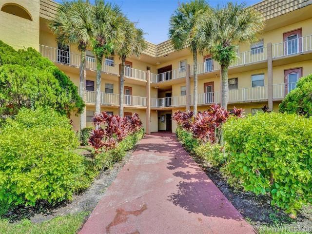 Condo With Screened Balcony And Lakeview In Sunrise Lakes 55+ Community